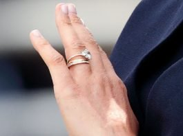 Engagement ring: ఎంగేజ్మెంట్ చేసుకున్న అమ్మాయి రింగ్ ని దొంగలించి వేరే అమ్మాయికి ఇచ్చి ఎలా దొరికిపోయాడంటే!!