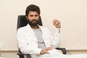 vijay-devarakonda-commensts-goes-viral-about-arjun-reddy-movie-negative