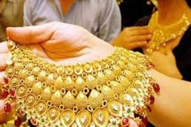Today Gold Rate: falls down silver price hike